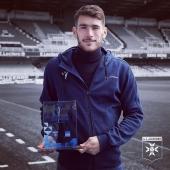 📸 @gautierlloris pose avec son trophée de joueur du mois d'avril @AJA @bleuauxerre 🔝 ▫️▫️▫️ #playerofthemonth #joueurdumois #football #player #aja #ajauxerre #teamaja #fiersdetreauxerrois #lloris #gautierlloris