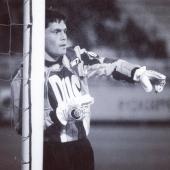 Nous n'avons pas les mots pour exprimer notre tristesse suite au décès de monsieur Bruno Martini, véritable légende de l'AJ Auxerre et l'un des plus grands gardiens dans l'histoire du football français.   Repose en paix Bruno 🕊