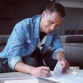 📝 Prolongation de contrat pour deux années signée entre @remydugimont et @aja 🔵⚪️ L'AJ Auxerre est fière et heureuse de voir son attaquant s'inscrire dans le projet du club 🤝 . #mercato #football #aja #teamaja #ajauxerre #fiersdetreauxerrois #auxerre #dugimont #remydugimont #newcontract #prolongation #dugimont2023
