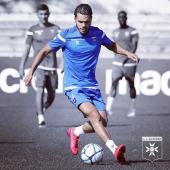🤨 Hamza Sakhi à l'entraînement 🔵⚪️ ▫️ ▫️ ▫️ #Training #entrainement #football #auxerre #aja #ajauxerre #TeamAJA #Sakhi #HamzaSakhi