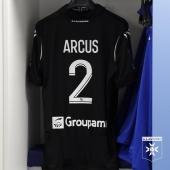 Maillot noir en hommage à Bruno Martini lors du match Auxerre-Chambly 🖤